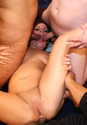 Густая мужская конча классно вытекает из женской пизды